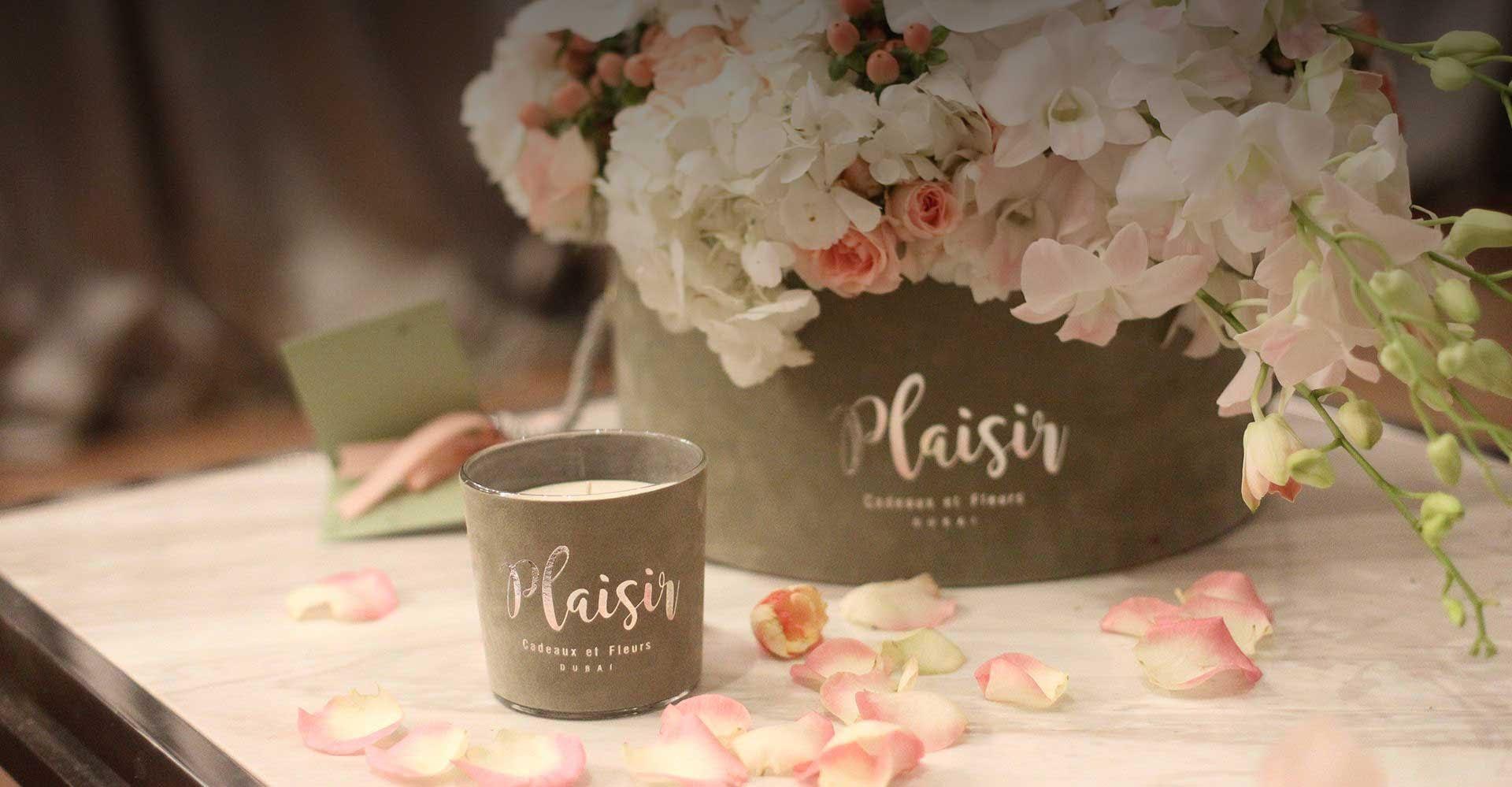 Candle & Flowers Bouquet | Plaisir Cadeaux et Fleurs