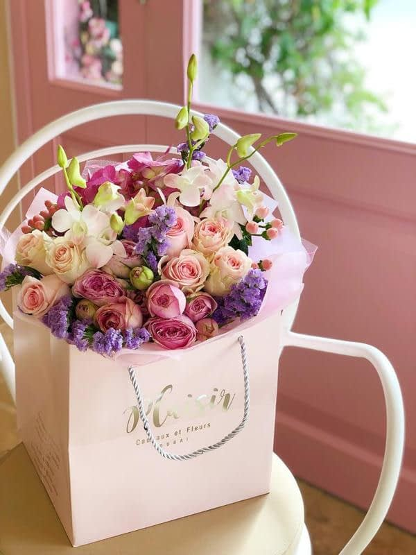 Hand-tied bouquet A-Small