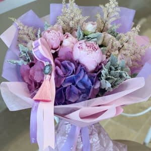 Hand-tied Bouquet with Cameo