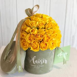 Yellow rose dome in Olive mini cylinder